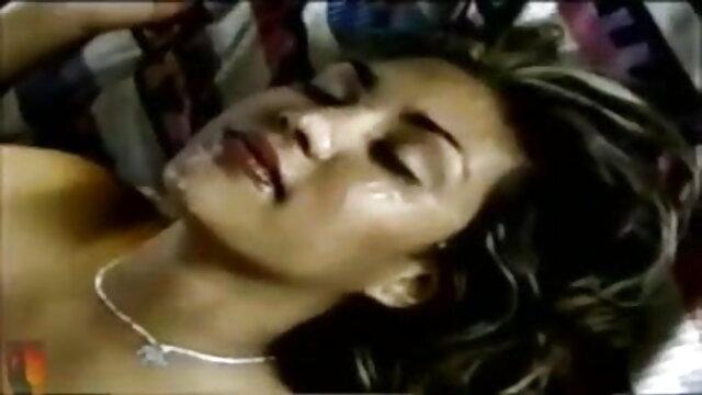 अश्लील कोई पंजीकरण  Cassandra सेक्सी वीडियो मूवी में और लंबे पैर