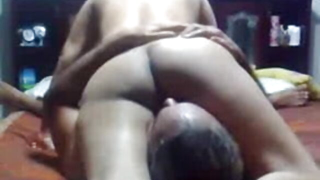 अश्लील कोई पंजीकरण  वह कलाई के साथ बंधी हुई है जो उसके सेक्सी मूवी बफ वीडियो सिर पर डबल झुकती है, और पैर डबल झुकते हैं और फैलते हैं